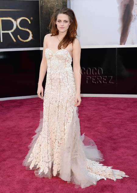 kristen-stewart-oscars-2013-red-carpet-getty__oPt